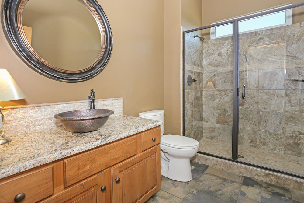 123 Anywhere St Clearwater KS-large-032-32-Upstairs Bathroom-1500x1000-72dpi.jpg