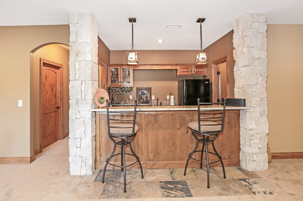 123 Anywhere St Clearwater KS-large-034-34-Wet Bar-1500x997-72dpi.jpg