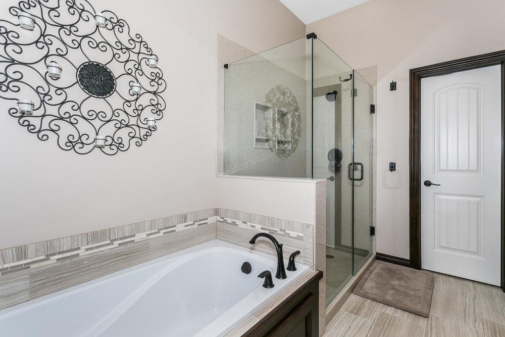 Auburn Hills Custom Home-large-018-36-Master Bath-1500x1000-72dpi.jpg