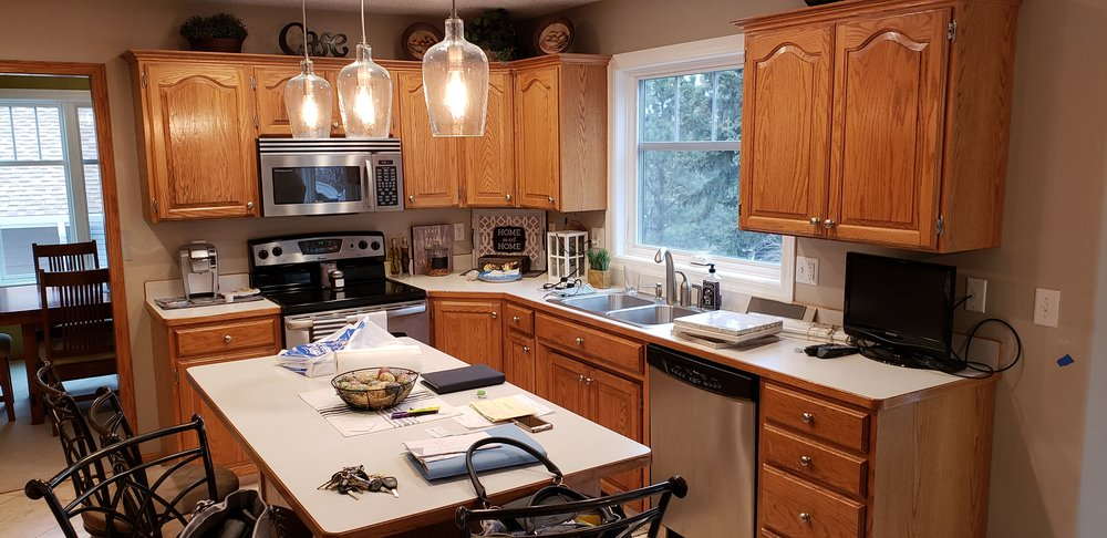 As a Kitchen Refresh franchisee, you will transform outdated kitchens like this …