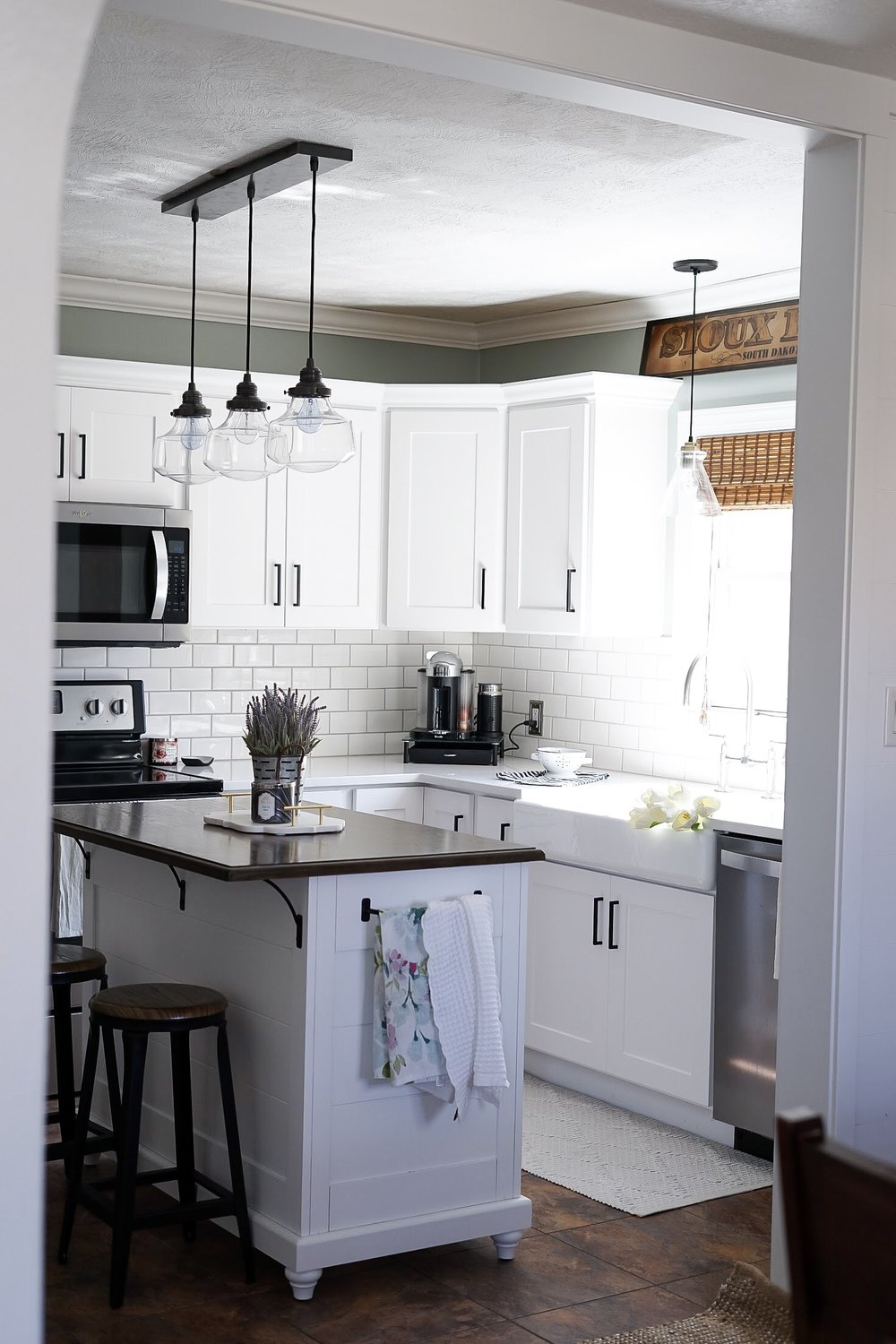 Kitchen Refresh of Sioux Falls completed Midwest in Style blogger Maren Jensen's kitchen cabinet makeover in just 2 days!