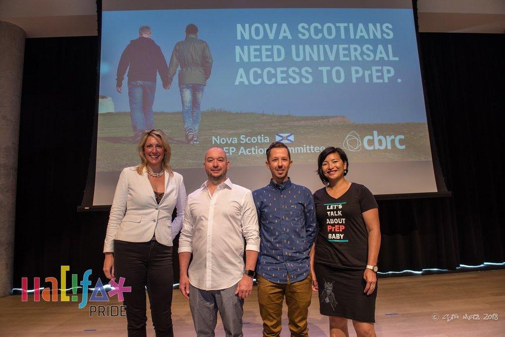 De gauche à droite : Dr. Lisa Barrett, Dr. Matt Numer, Rob Higgins, San Patten. Photo de Halifax Pride, par Stoo Metz.