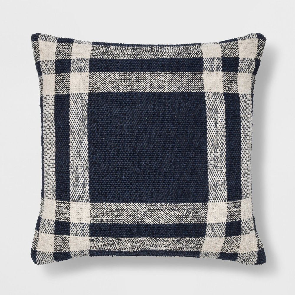 Plaid - Characterized by a plaid or checkered pattern, that includes 2 or more colors.