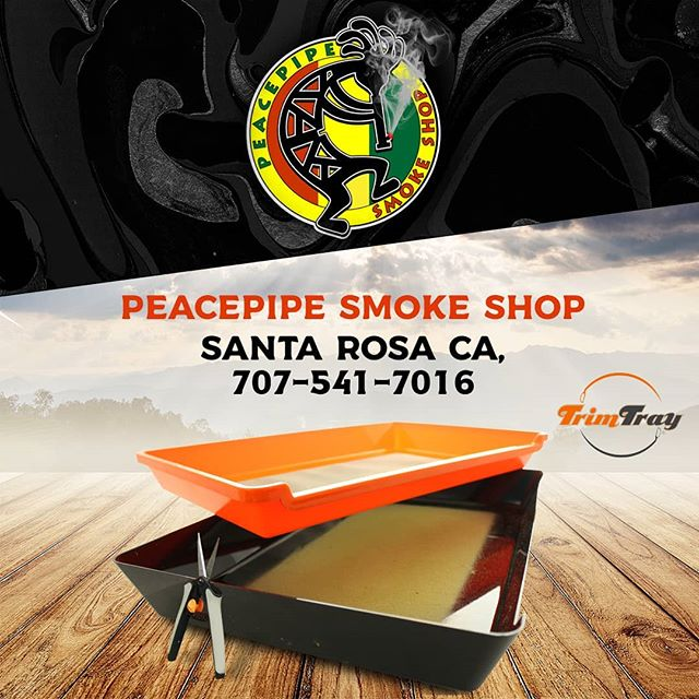 If you're in Santa Rosa CA, stop by @peacepipesmoke shop for Trim Trays and awesome glass! Cool people, great service, great prices!  #picoftheday #jasonleeglass #staircase #dichro #pendant #boro #bororefined #peacepipesmoke #sonomacounty #santarosa#cotati #glassofig #headiesofig #pendantsofig #cannabiscommunity #trimincomfort #cannabisgrower #trimtray #dichroicglass #trim #glassporn #cali #functionalglass #functionalglassart #headylife #420