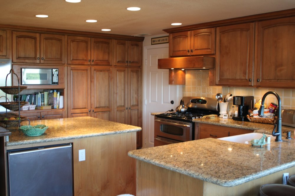 Main kitchen counter seats four