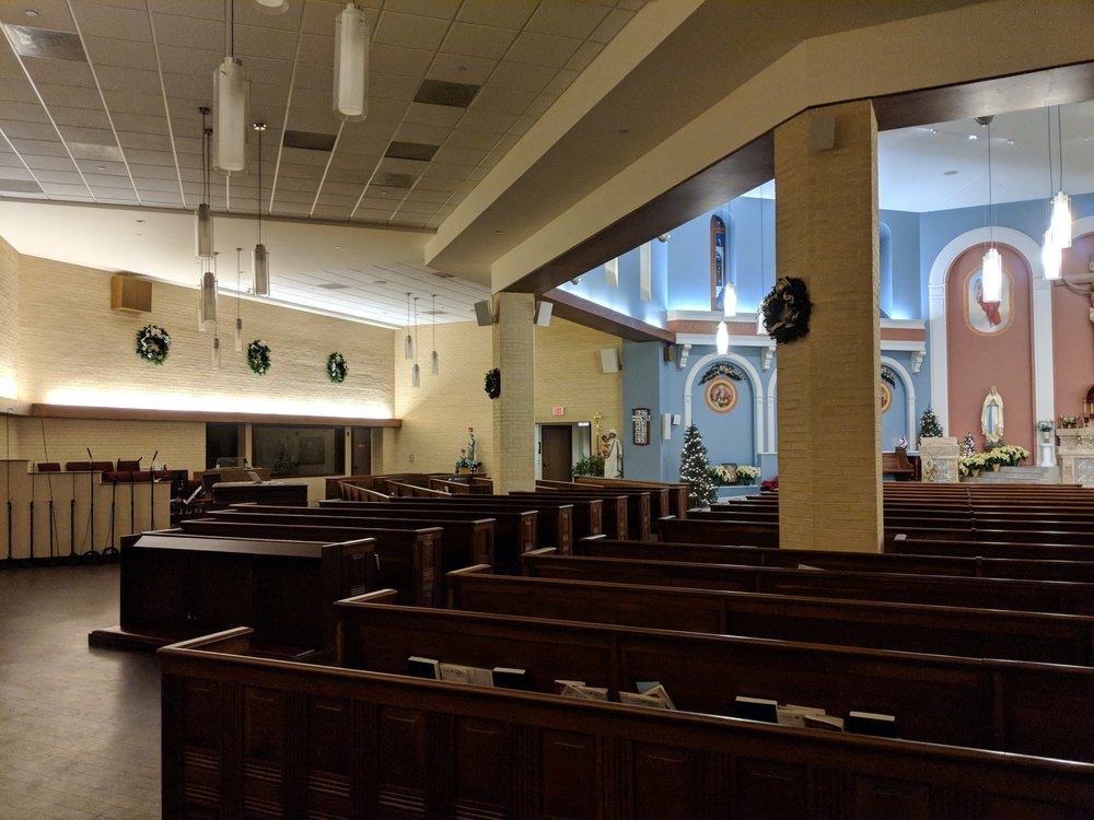 A mixture of CAMM DT-800, DT-400, DT-200, and line array speaker provide audio coverage in St. Veronica Church.