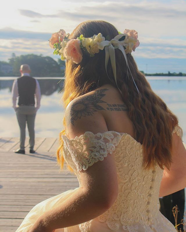 The first look 💍👰🏼🤵🏼 . . . . . . . . . . . . . . . . . . . . . . . . . . . . . . . . #photography #photoshoot #photographer #weddingphotography #weddingphotographer #weddings #firstlook #firstlookwedding #bride #brideandgroom #capecod #capecodlife #capecodwedding #capecodweddingphotographer #love #freelancephotographer #freelancephotography
