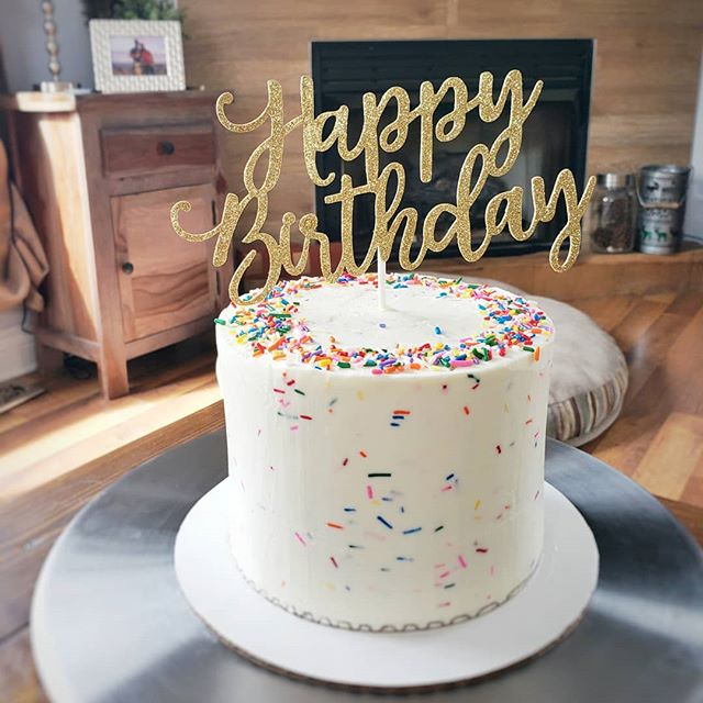 A little (early) birthday celebration for Mike and Venus. And a shout out to the upcoming arrival of spring! . . .  #happybirthday #sprinkles #buttercream #bakelodge #patisserie #glitter #bitcheslovesprinkles