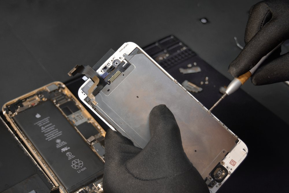 Cell Phone Repair - At BadApple Repairs in Mount Vernon and Bellingham, WA we fix and repair all makes and models of smartphones. Our IT Specialist are primed and ready to save your mobile life when damage strikes.