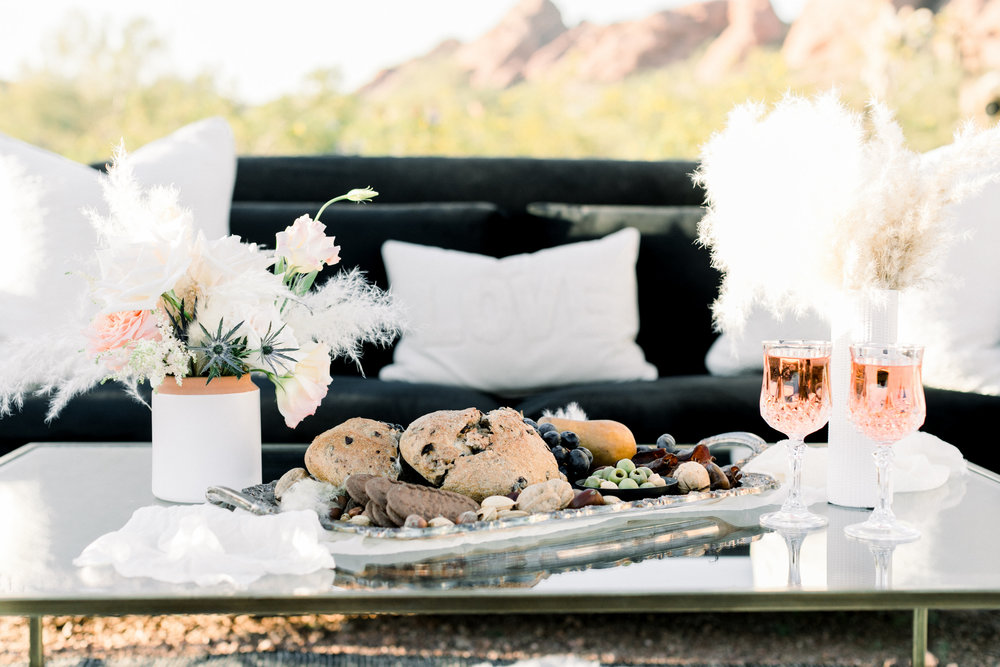 Black and Blush Fine Art Desert Wedding - Lounge Inspiration
