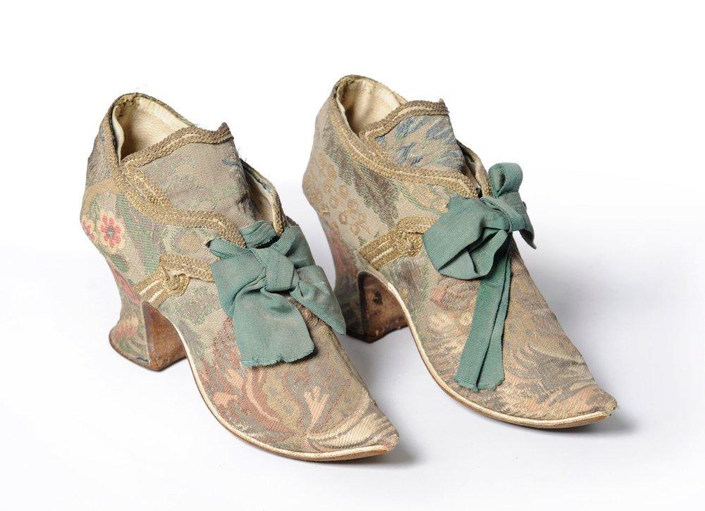 zapatos siglo xviii.jpg