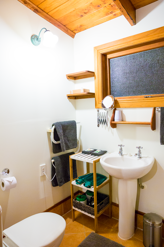 the-church-accommodation-hotel-coromandel-bathroom-room-cottage-suite.png