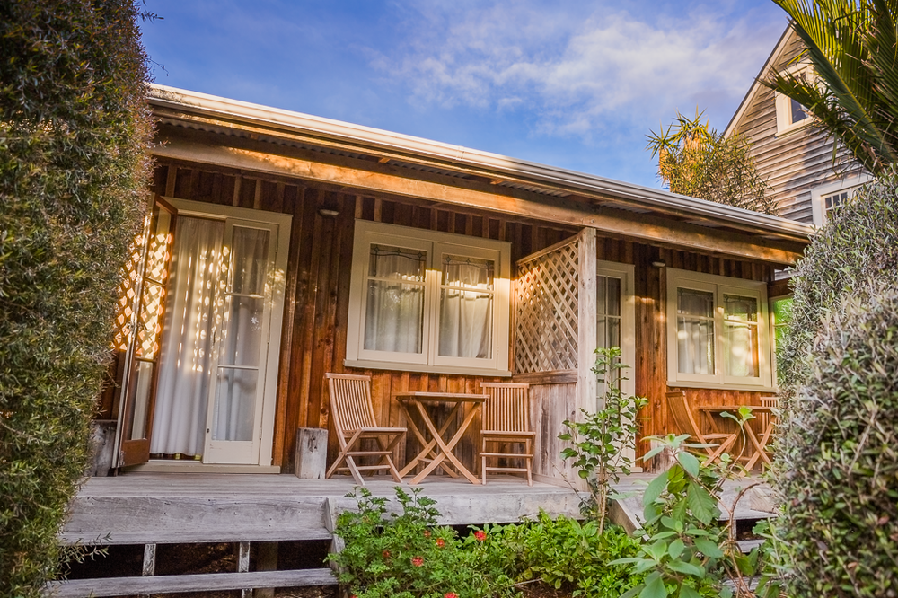 cottage-hahei-the-church-accommodation-hotel-travel-coromandel-recommended-itinerary.png