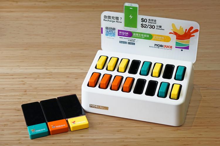 [  6  月  20  日,香港  ]  香港首個流動充電器租借系統 MobiJuce™ 運作僅6個月,受廣大用戶歡迎及支持,從去年12月推出以來,已成功超越1,000,000分鐘累積充電租用時間。至今,以應用程式操作的全自動平台 MobiJuce™遍佈全港,包括全線AEON店舖、周大福體驗店、尖沙咀K11 、旺角雅蘭商場及家樂坊、元朗型點、銅鑼灣廣場二期、中環加州大廈及置地廣場,均有MobiJuce™ 租借點。  為滿足巿場需求,MobiJuce™ 正在不斷擴充服務及增加服務點,同時,為慶祝累積首個100萬分鐘借用時間,由今週起至7月31日,新舊用戶使用MobiJuce™ ,可獲贈麥當奴、星巴克或百佳現金購物券,希望為全港用戶生活充充電。有關活動詳情,請留意  MobiJuce官網 。     關於  MobiJuce有限公司   MobiJuce™是一個數碼生活ecosystem,主導智慧型消費模式。2017年11月MobiJuce有限公司在香港首次引入無人操作手機充電租借服務,以物聯網(Internet of Things)管理方式,透過雲端技術向消費者提供便利、流動及快捷的共享充電解決方案。MobiJuce™以「為你生活充充電」為口號,旨在連繫零售業及人群,向巿場供應人們生活所需,發展以用戶為先的共享經濟。MobiJuce™用科技實現智能生活平台,連接人、商業、商品及流程,同時實踐真實的客流量。   MobiJuce™手機應用程式、JucePac及JuceBox    用戶下載MobiJuce™手機程式及註冊登入後,在程式裡可透過網絡搜尋所在地附近的JuceBox地點。利用程式掃描JuceBox上的QR二維碼,便可選擇合適的JucePac充電器使用。三款不同顏色的JucePac支援iPhone lightning接頭、micro-USB及USB-C接頭。每個蓄滿電的JucePac有四千毫安時(4,000mAh)電容量,足夠為一般手機電池充電兩次。用戶完成手機充電後,可再利用MobiJuce™手機應用程式找尋另一個JuceBox的地點,將JucePac歸還。JuceBox除了是JucePac充電器租借點,亦是JucePac的充電站。MobiJuce™技術確保每個可借出的JucePac充電器均為滿電。而充電、借電及還電的過程均為無人操作,用戶只需要利用MobiJuce™手機程式作為溝通平台,全自動自助服務。每次借電及還電過程不超過一分鐘。   租借JucePac充電器收費及按金  現時租借JucePac充電器每30分鐘收費$2港元,收費每天上限為$20港元。用戶只需挷定信用卡便可免按金借用JucePac。若用戶借用JucePac超過三天,仍未將充電器歸還到任何一個JuceBox點,系統將會自動從用戶裡收取$129港元。MobiJuce™應用程式支援的支付方式包括:Visa、Mastercard、PayPal及ApplePay;部份支付方式會於註冊新服務時向用戶收取預付費。