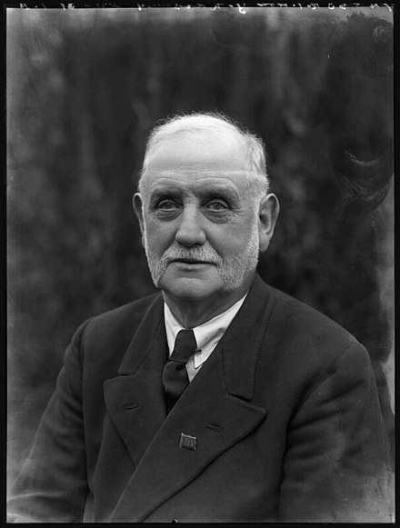 440px-George_Lansbury_MP.jpg