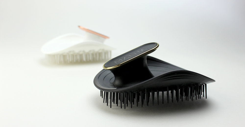 Manta - Curventa - hairbrush - black - white - brush - gold - rose gold - haircare - materials - cmf - flexible