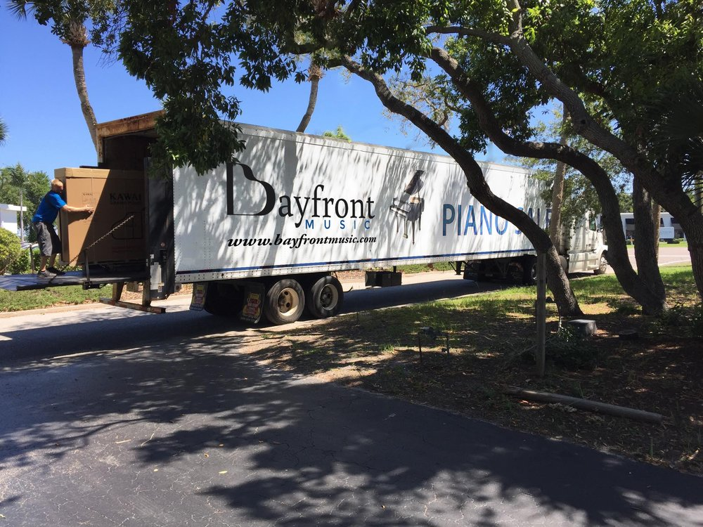 bayfront-piano-movers-truck.jpg