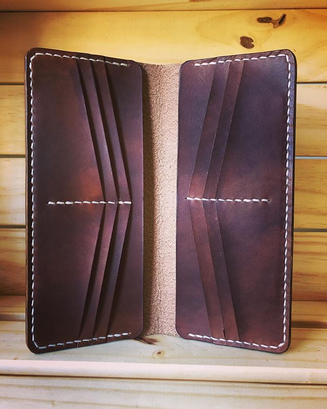 Absolutely love the contrasting stitching on this long wallet! • • • • #leather #leathercraft #wallet #purse #longwallet #leatherwallet #leatherpurse #handmade #rustic #handcrafted #style #fashion #artisan #travel #adventure #outdoors #handstitchedleather