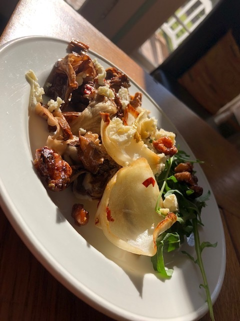 Radicchio and chicory salad with stilton cheese and caramelized walnuts