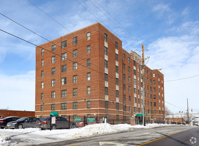 university-commons-apartments-cleveland-oh-primary-photo.jpg