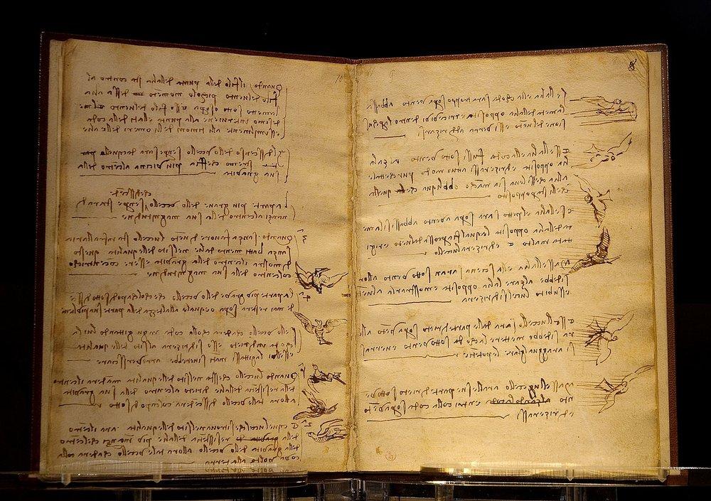 Codex du vol des oiseaux, rédigé en écriture spéculaire (écriture en miroir), 1485-1490.    Photo de Luc Viatour     Promis, le livre que j'évoque se lit de gauche à droite et sans miroir !