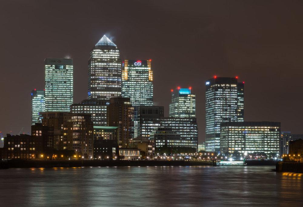 Canary_Wharf_Skyline_2,_London_UK_-_Oct_2012.jpg