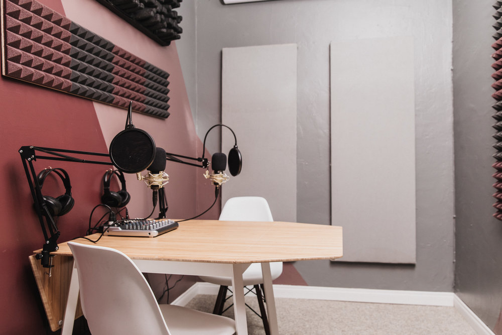 PODCAST & RECORDING STUDIO - 4 STUDIO XLR MICROPHONES WITH POP FILTERS AND SWING STANDSUSB MIXER4 MICROPHONE AMPLIFIERECHO PREVENTION FOAM INSTALLATION2-4 PERSON DROP LEAF TABLEOVERHEAD FANS