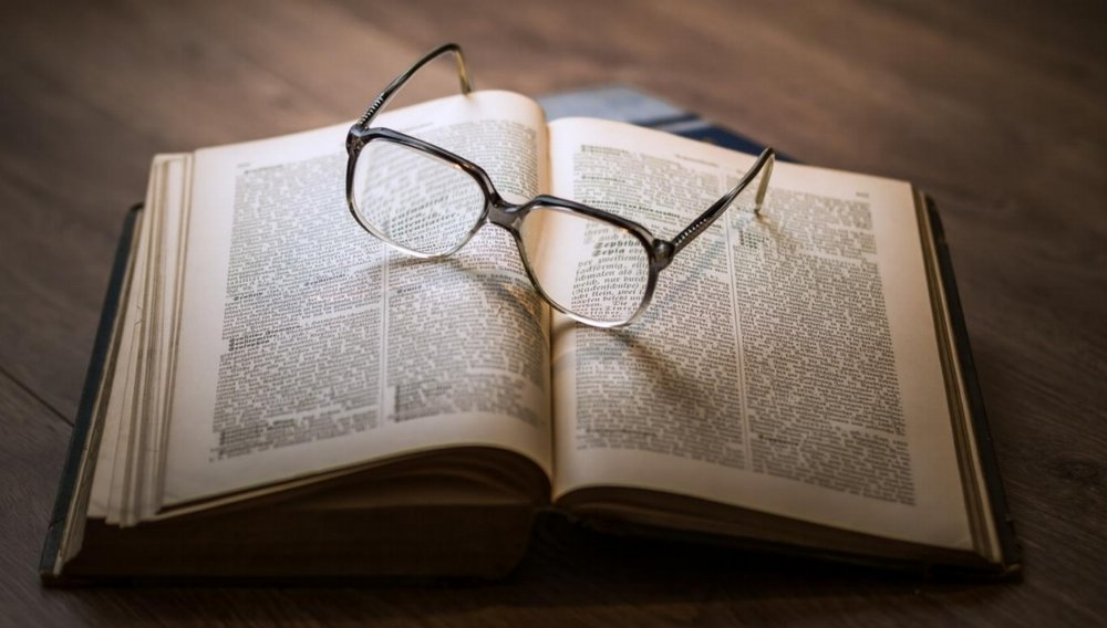 knowledge-book-library-glasses-1052010.jpg