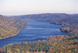 canadice_lake_in_the_finger_lakes