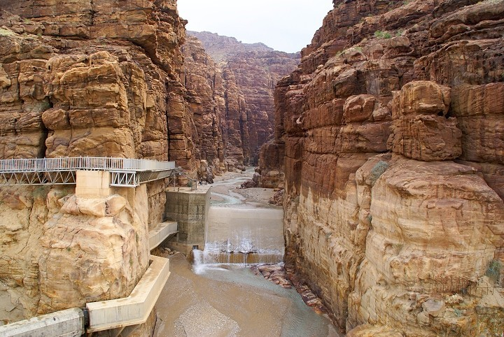 The Arnon River flows through a deep canyon that looks very much like the Grand Canyon in the United States, probably formed when S'dom and Amorah or Emorites were destroyed. It makes a wonderful natural border, since it is hard for enemies to climb up the cliffs.