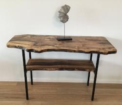 table with lower shelf.JPG