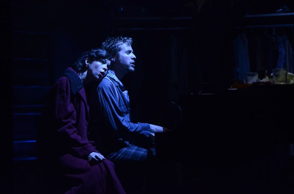 Molly sings the blues. (Deirdre Donovan as Molly, Ian Lowe as Fingers).