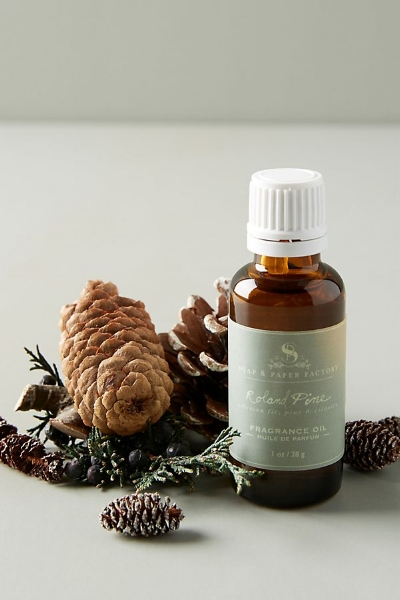 Roland Pine Fragrance Oil:   And, of course, I use all the delicious pine scented things during the holidays, because I'm not a sociopath.