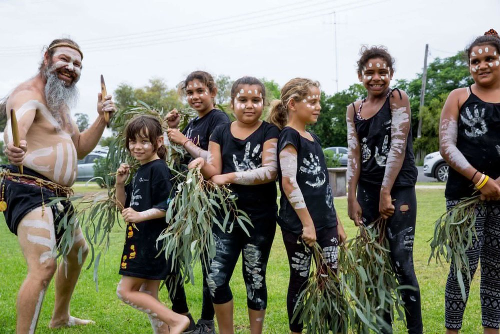 Milan Dhiiyaan mentoring and teaching culture to Aboriginal children from Coonamble