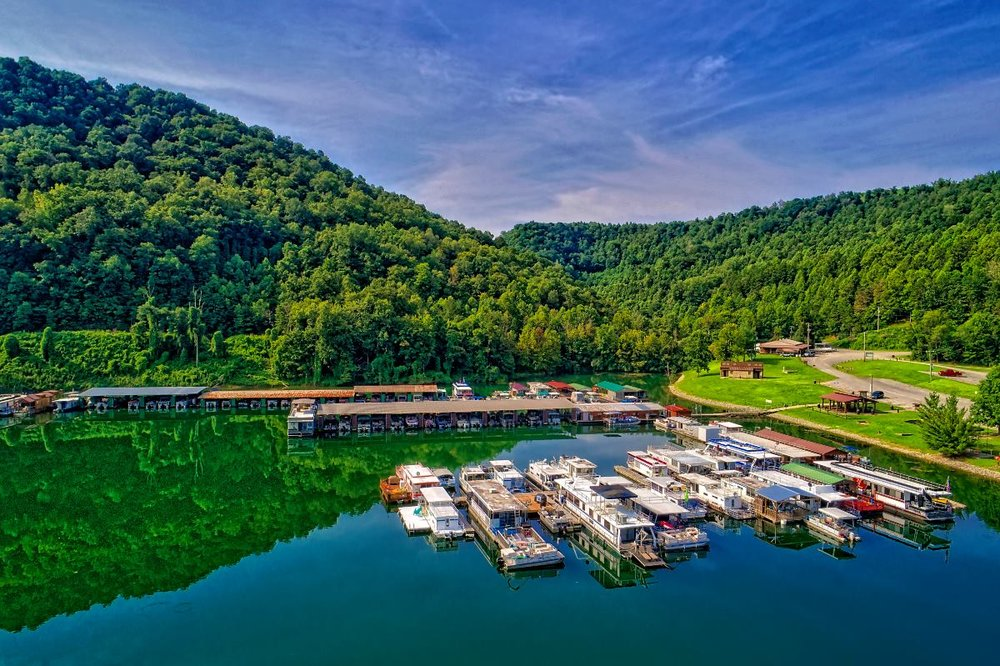 Carr Creek Lake - Knott CountyCarr Fork, a tributary of the North Fork of the Kentucky River, is located 8.8 miles below Carr Creek Dam, and is thought to have gotten its name from William Carr, a well-known
