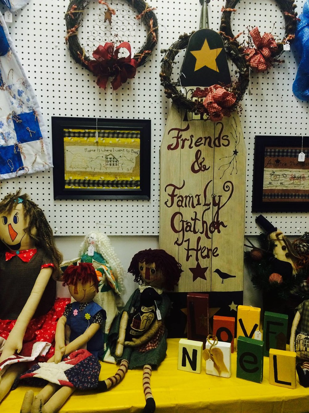 Moose Creek Primitives and Quilts - Perry CountyMoose Creek Primitives and Quilts specializes in original art pieces, machine and hand-quilted quilts. We will also machine quilt your quilts.
