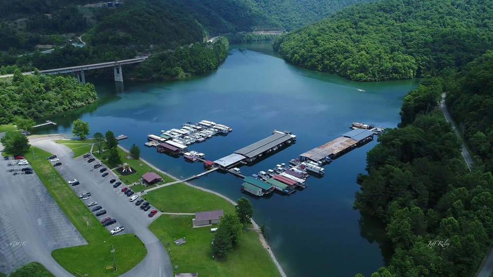 Carr Fork Marina - Gas and oil for 2 and 4 cycle motors, fishing gear, live and artificial bait, pontoon rentals, boat slips and gift shop.