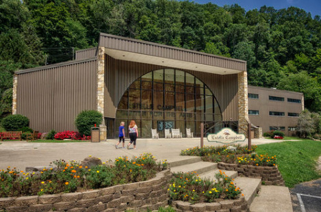Alice Lloyd Fine Arts Center - Knott CountyAlice Lloyd College provides a thriving and ever-growing small-campus arts community for its students. Various opportunities exist for our students to become involved in the arts, particularly in music, theatre, creative writing, the visual arts, and public speaking.