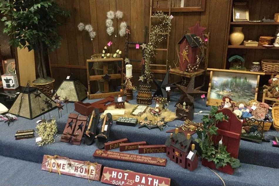 Annie's Frugal Finery - Letcher CountyAnnie's is an upscale consignment and resale store. We are located in a two-story pink building in Whitesburg, Kentucky at 169 Jenkins Rd.