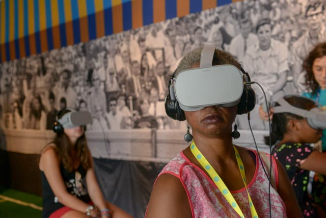 Experiencing the Ashe '68 Virtual Reality.