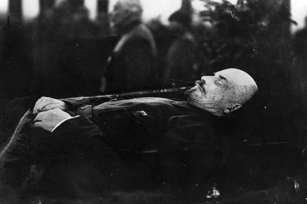 Lenin lying in state, 1924 (Getty Images)