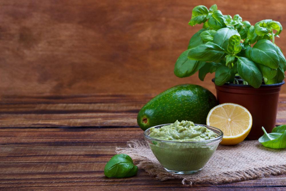 avocado-sauce-and-ingredients-P9RMFSZ.jpg