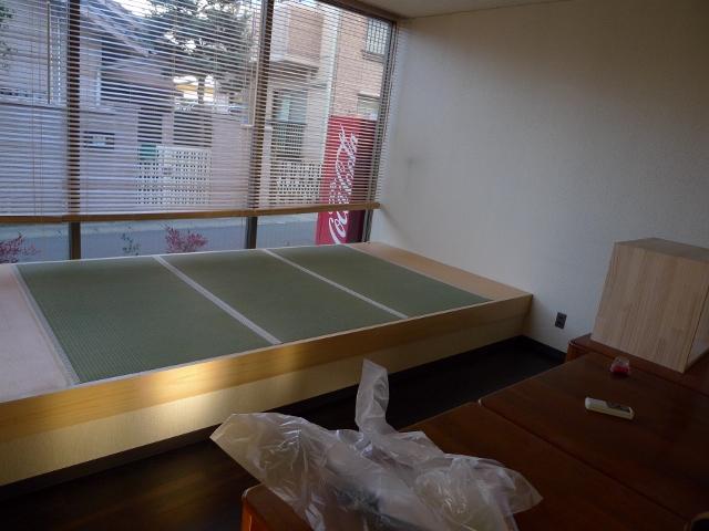 ダイニングルームの畳スペース、完成!