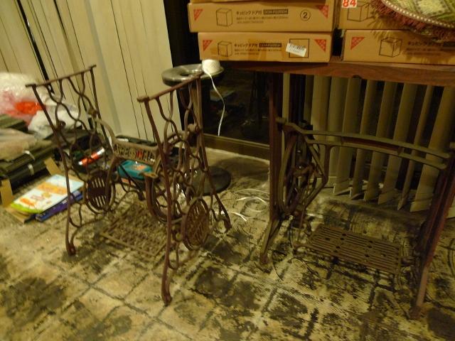 骨董屋さんから買った古いミシンたち