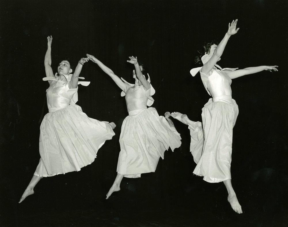 1954_three_dancers_2.jpg