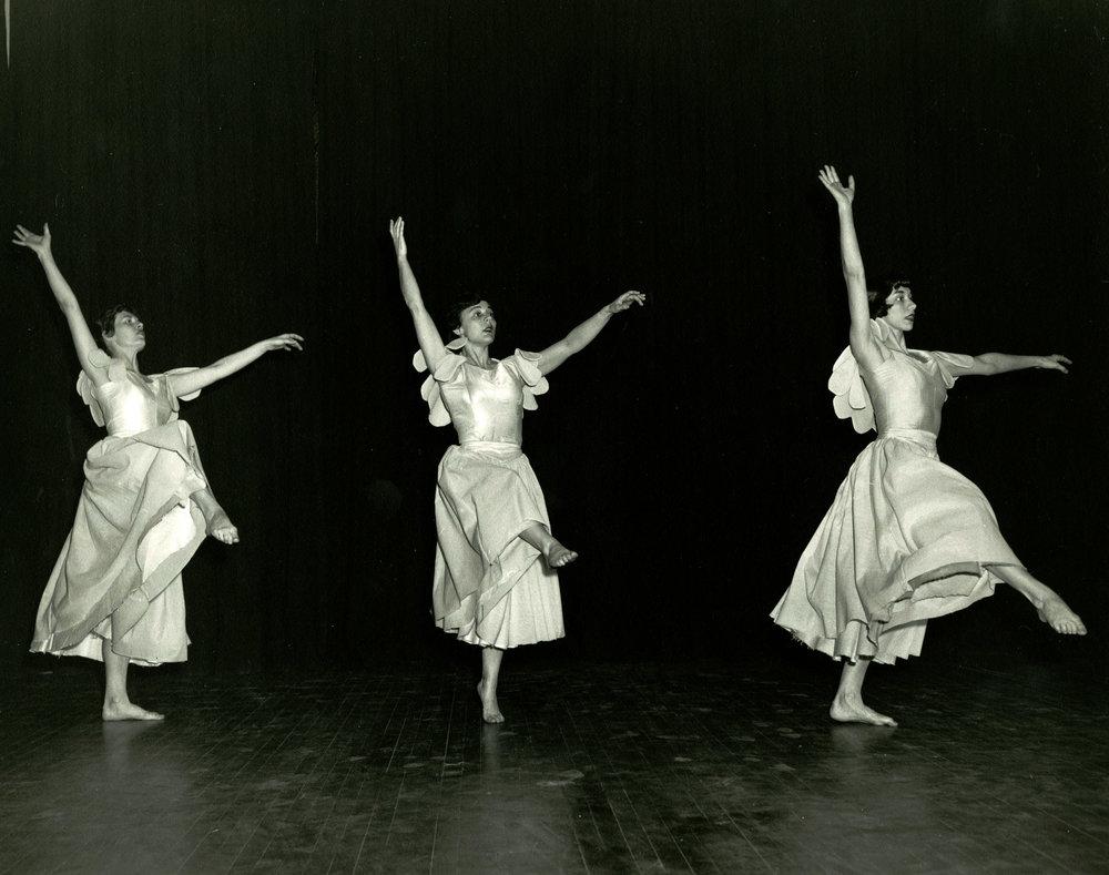 1954_three_dancers_3.jpg
