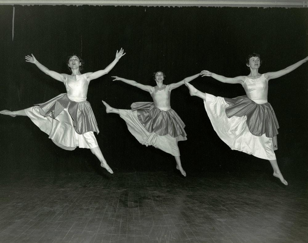 1954_three_dancers.jpg