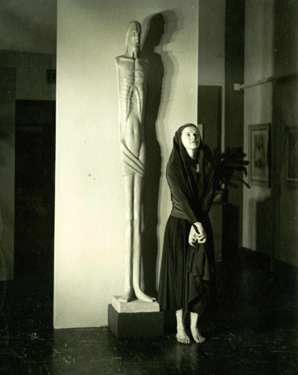 c1940s_nancy_gregson_next_to_a_statue.jpg