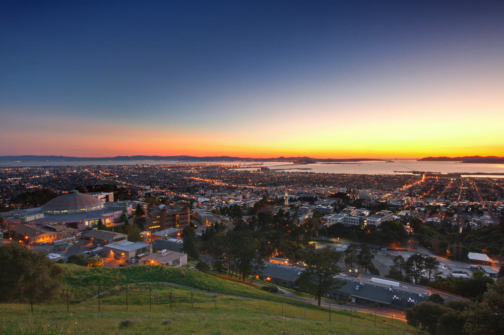 Dusk_in_the_Berkeley_Hills_-_Flickr_-_Joe_Parks.jpg