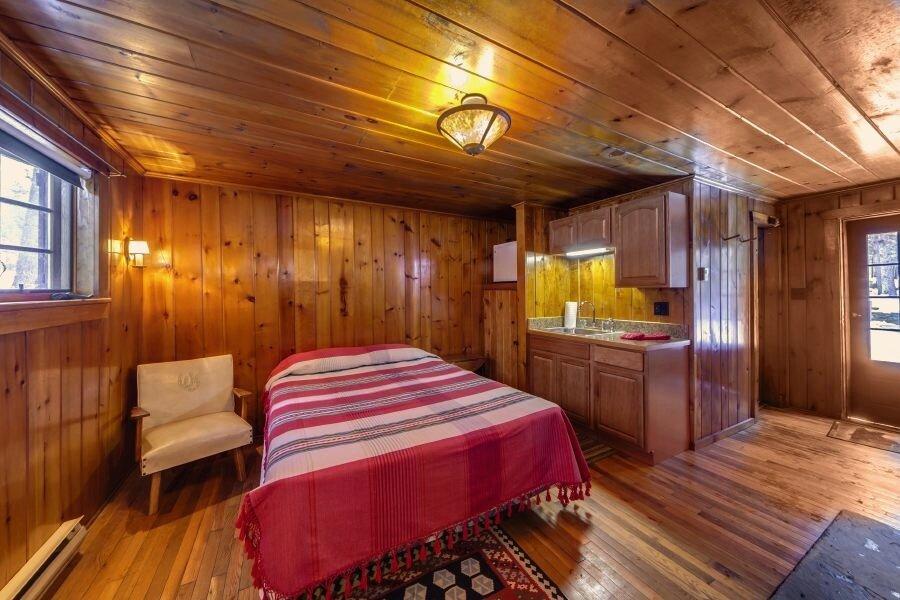 Cabin 9.jpg
